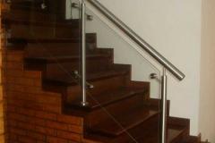 Baranda en acero inoxidable y vidrio para escaleras