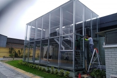 Fachada de vidrios con sistemas de estructuras metálicas